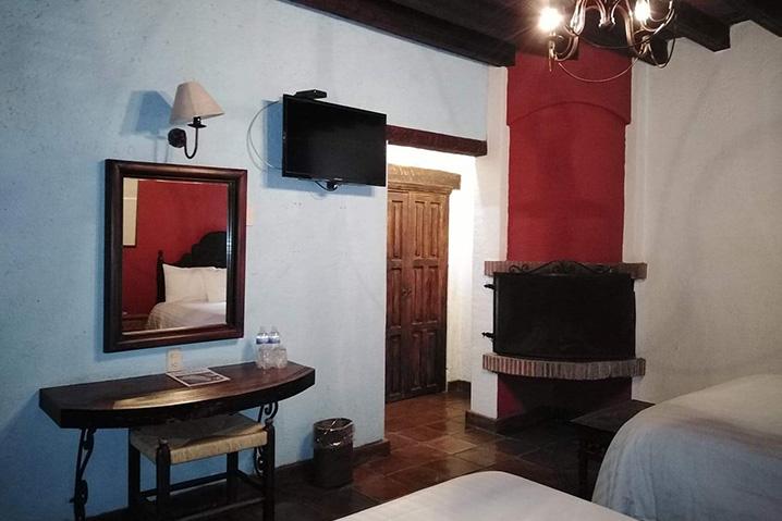 Hosteria san Felipe habitacion doble chimenea