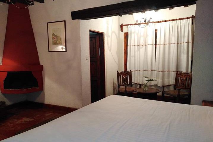 Hosteria san Felipe habitacion sencilla chimenea