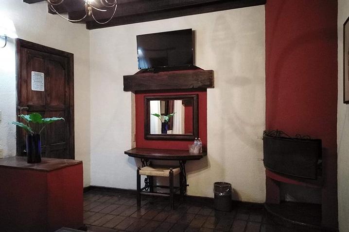 Hosteria san Felipe habitacion sencilla chimenea 2